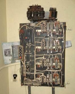 ...управления лифтом ПЛИС не используется, только микроконтроллер.